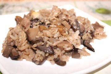 Жареные белые грибы с рисом