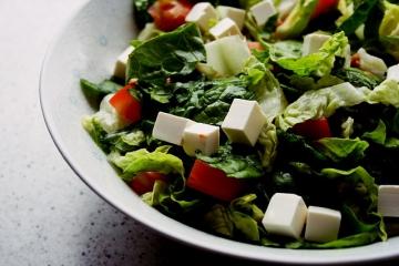 Салат с копчёным сыром