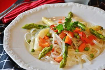 Вкусный салат с фунчозой