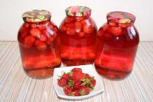 Вкусный компот из ягод