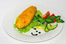 Котлета по-киевски с овощным гарниром