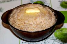 Вкусная ячневая каша с маслом