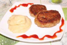 Котлеты из печени с картофельным пюре