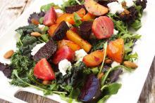 Вкусный салат с хурмой